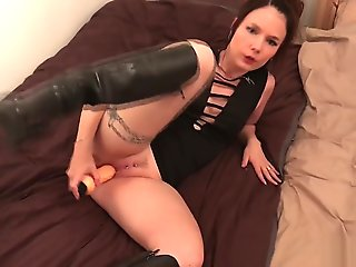 Cathy Crown Belgium Star X with Toy and Boots