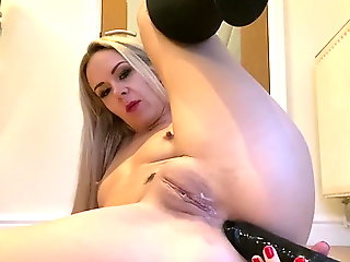 Suzie Best fingering her pretty arse hole