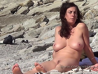 busty nice milf shows pussy