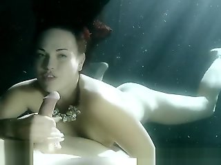 Josi Valentine - Underwater Blowjob