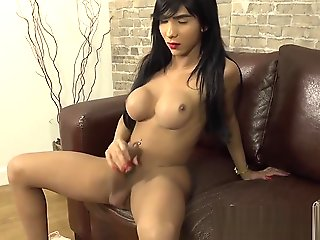 Huge dick and tits TS Yasmine Dornelles solo session