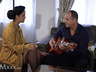 MOMxxx Guitar tutor gives housewife Jennifer Mendez hot fuck